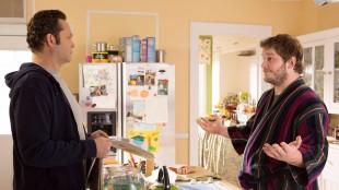 David (Vince Vaughn) søker hjelp hos advokatkompisen Brett (Chris Pratt) i Delivery Man (Foto: Nordisk Film Distribusjon AS).
