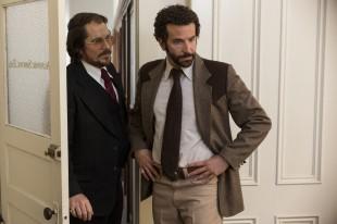 Christian Bale og Breadley Cooper i «American Hustle». (Foto: SF Norge AS)