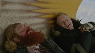 Kristofer Hivju og Stellan Skarsgård i Kraftidioten (Foto: Nordisk Film Distribusjon AS).