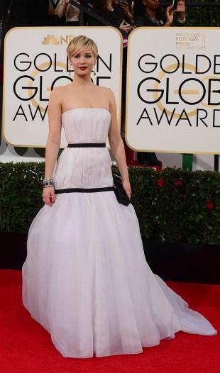Jennifer Lawrence ankommer den 71. Golden Globe-utdelingen. (Foto: AFP PHOTO / Frederic J. BROWN)
