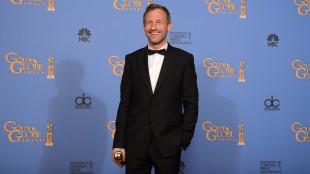 Regissør Spike Jonze med prisen for beste original manus. (Foto: Jordan Strauss/Invision/AP)