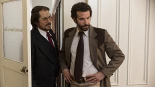 Christian Bale og Bradley Cooper i American Hustle (Foto: SF Norge AS).