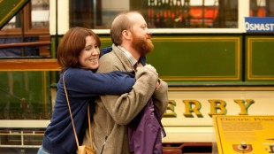Tina (Alice Lowe) og Chris (Steve Oram) besøker britiske turistfeller i Sightseers (Foto: Tour de Force).