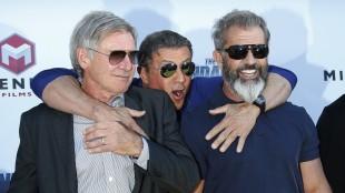 Harrison Ford, Sylvester Stallone og Mel Gibson poserer for fotografene på Croisetten (Foto: REUTERS/Yves Herman).