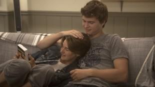 Hazel (Shailene Woodley) og Gus (Ansel Elgort) blir mer enn venner i The Fault In Our Stars (Foto: Fox Film).