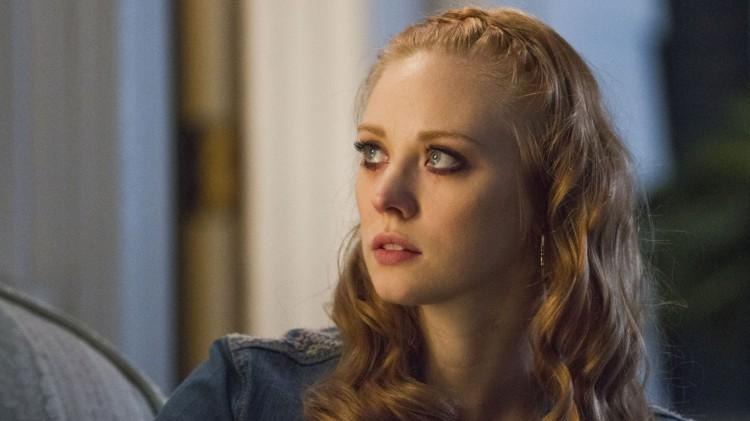 Jessica (Deborah Ann Woll) prøver å gjøre opp for at hun drepte døtrene til Andy, ved å ta vare på den siste dattera Adilyn. (Foto: HBO Nordic).