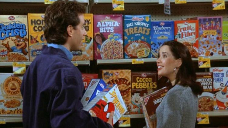 Jerry Seinfeld og Jeannie Steinman (Janeane Garofalo) i et promobilde fra episoden «The Invitations». (Foto: Sony / NBC)