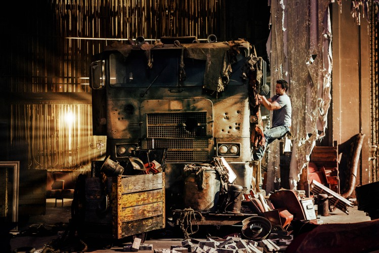 Mark Wahlberg inntar hovedrollen som Cade Yeager i den nye «Transformers»-filmen «Age of Extinction». (Foto: United International Pictures)