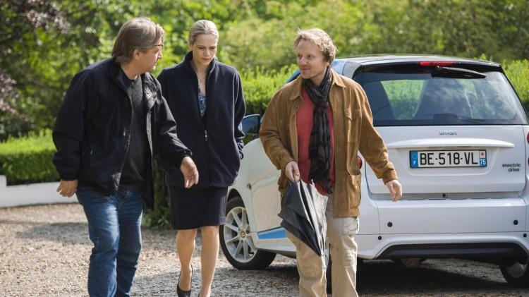 Bent Hamer (t.v.) instruerer Ane Dahl Torp og Laurent Stocker under innspillingen av 1001 gram (Foto: Norsk Filmdistribusjon).