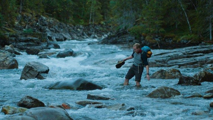 Martin (Ole Giæver) stikker til fjells i Mot naturen (Foto: Mer Film).