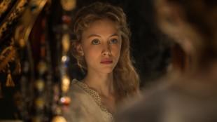 Sarah Gadon er Khaleesi-lookalike i Dracula Untold. Men filmen er dessverre dårlig (Foto: United International Pictures).