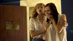 Erin Richards og Olivia Cooke ser noe fryktelig i The Quiet Ones (Foto: Scanbox).