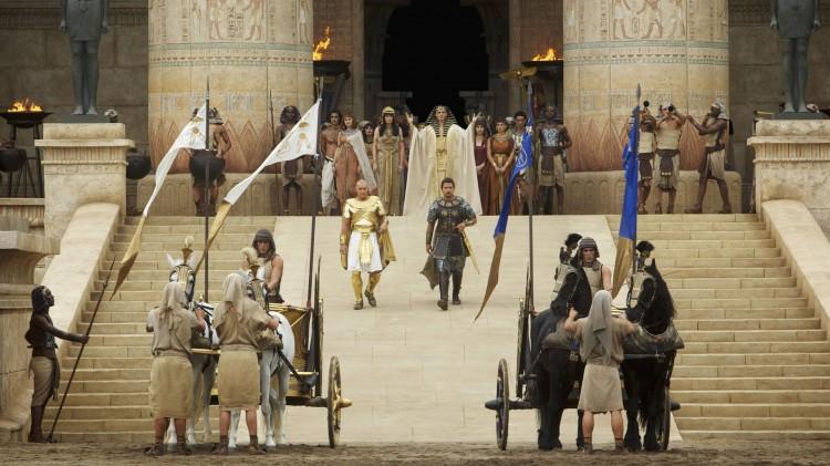 Moses (Christian Bale) og Ramses (Joel Edgerton) på vei til stort slag i Exodus: Gods and Kings (Foto: 20th Century Fox).