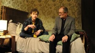 Nick (Jim Broadbent) møter Morgans sønn Michael (Olly Alexander) i Le Week-end (Foto: SF Norge AS).