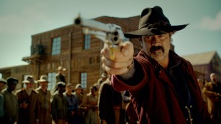Jeffrey Dean Morgan spiller skurken Delarue i The Salvation (Foto: Another World Entertainment Norway AS).