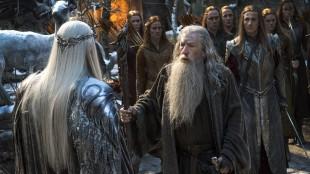 Gandalv møter Thranduil i Hobbiten: Femhærslaget. (Foto: SF Norge)