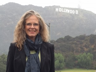 USA-korrespondent Gro Holm i Hollywood. (Foto: NRK)