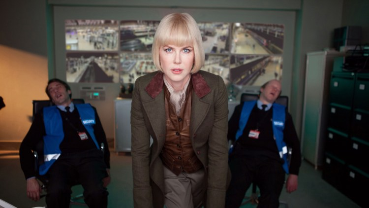 Nicole Kidman er akkurat passe skummel for målgruppa i Paddington (Foto: SF Norge AS).
