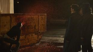 En mildt sagt blodig sekvens fra We Do In The Shadows (Foto: Another World Entertainment Norway AS).