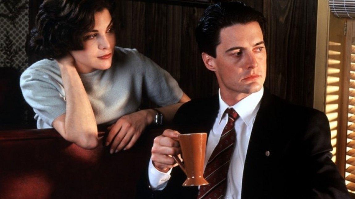 Kyle MacLachlan som Dale Cooper og Sherilyn Fenn som Audrey Horne i Twin Peaks. (Foto: Lynch/Frost Productions)
