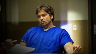 Raynard Waits (Jason Gedrick) blir stoppet med et lik i varbilen, og har kanskje flere liv på samvittigheten. (Foto: HBO Nordic)