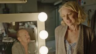 Riggan (Michael Keaton) og Lesley (Naomi Watts) i Birdman (Foto: 20th Century Fox).
