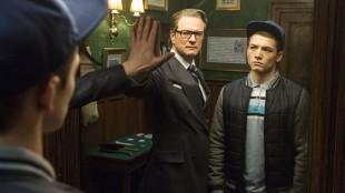 Harry (Colin Firth) viser Eggsy (Taron Egerton) et spesielt speil i Kingsman: The Secret Service (Foto: Fox film).