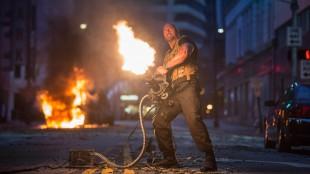 Dwayne Johnson spiller nok en gang den tøffe politimannen Hobbs i Fast And Furious 7 (Foto: United International Pictures).