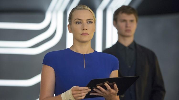 Jeanine (Kate Winslet) styrer byen med hard (og bandasjert) hånd i Insurgent (Foto: Summit / Lionsgate).
