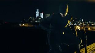 Matt Murdock (Charlie Cox) er advokat om dagen, men om natten beskytter han byens svakest stilte i «Marvel's Daredevil». (Foto: Netflix)