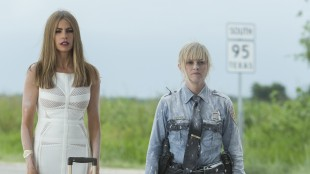 "Sofia Vergara og Reese Witherspoon dekket av ""bakepulver"" i Hot Pursuit (Foto: SF Norge AS)."