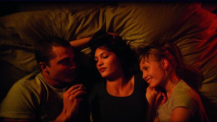 Karl Glusman, Aomi Muyock og Klara Kristin spiller hovedrollene i Love (Foto: Festival de Cannes).