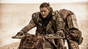 Tom Hardy spiller den legendariske filmfiguren Max Rockatansky i Mad Max: Fury Road (Foto: SF Norge AS).