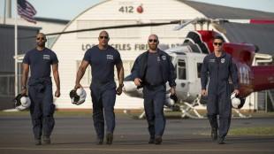 Dwayne Johnson (selvsagt den største av disse karene) spiller helikopterpilot i San Andreas (Foto: SF Norge AS).