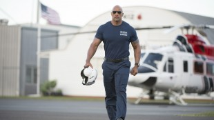 Ray (Dwayne Johnson) må redde sin egen familie i San Andreas (Foto: SF Norge AS).