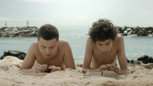 Arturo (Nicola Nocchi) og Edoardo (Matteo Creatini) diskuterer sexdebut i Sommer i Toscana (Foto: AS Fidalgo).