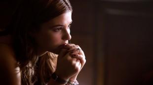 Quinn (Stefanie Scott) blir hjemsøkt av en demon i Insidious 3 (Foto: United International Pictures).