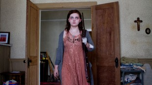 Maggie (Abigail Breslin) blir stadig sykere i zombiedramaet Maggie (Foto: SF Norge AS).
