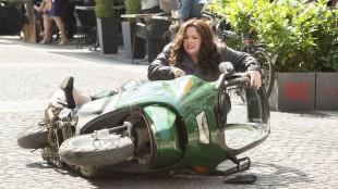 CIA-agent Susan Cooper (Melissa McCarthy) tar opp jakten på våpenhandlere i Spy (Foto: Twentieth Century Fox Norway).