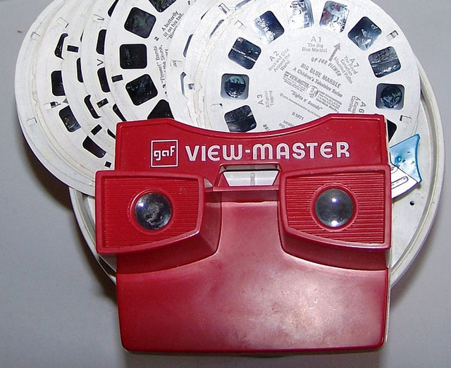 ViewMaster anno 1959-1977. Stereoskopet tok i bruk filmruller for å vise 3D-bilder.