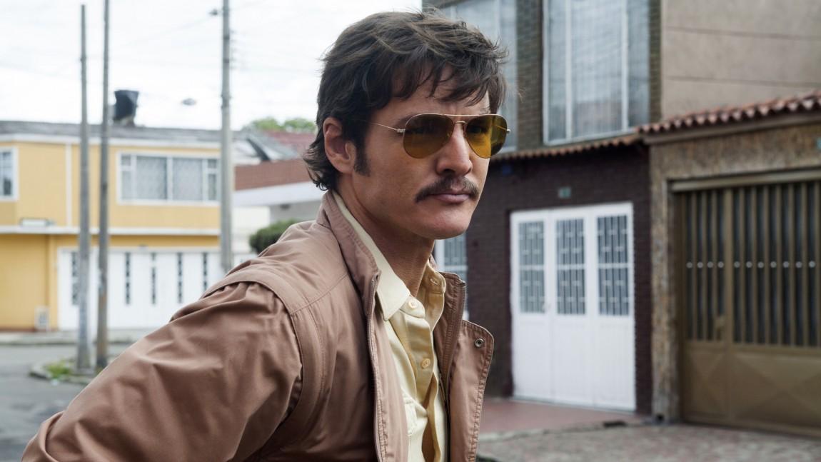 Pedro Pascal spiller agent Javier Peña, en av de viktigste personene i kampen mot Pablo Escobar. (Foto: Netflix)
