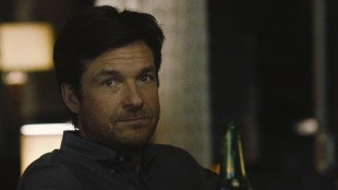 Komiker Jason Bateman gjør en dønn seriøs hovedrolle i The Gift (Foto: Norsk Filmdistribusjon).