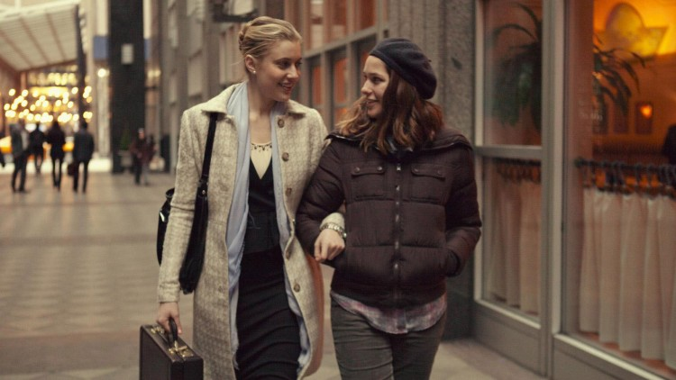 Brooke (Greta Gerwig) og Tracy (Lola Kirke) spaserer i New York i Mistress America (Foto: Tour de Force).