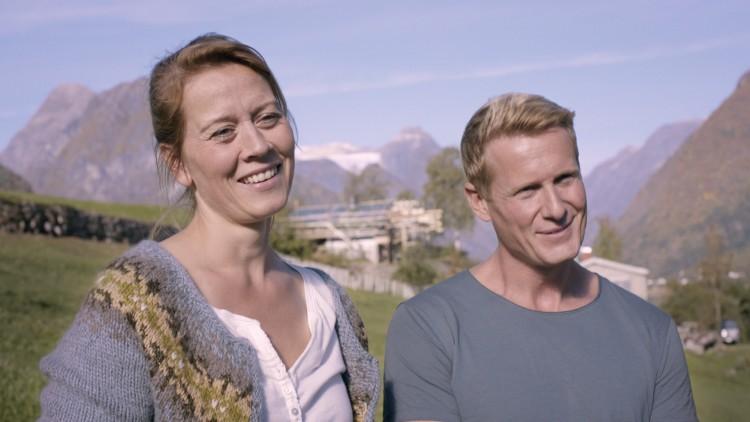 Maria Bock og Frode Winther spiller ekteparet som skal få idyllen brutt i Hevn (Foto: Euforia/Den Siste Skilling).