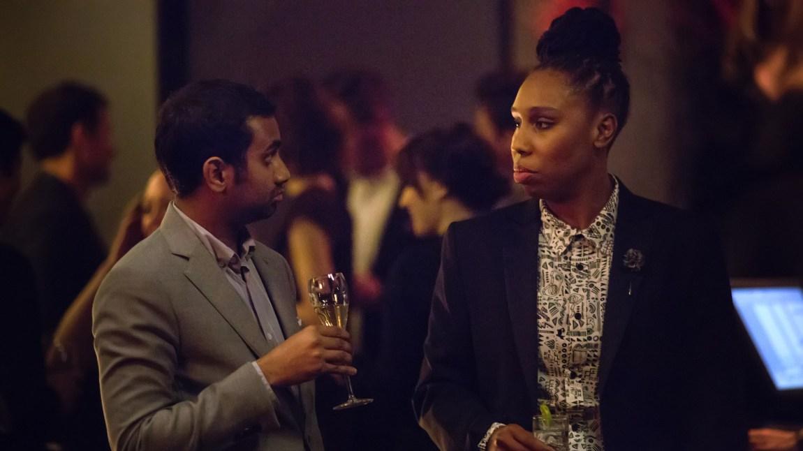 Optimisten Dev (Aziz Ansari) og den noe mer sindige Denise (Lena Waithe) tilbyr mye velskrevet barvisdom i