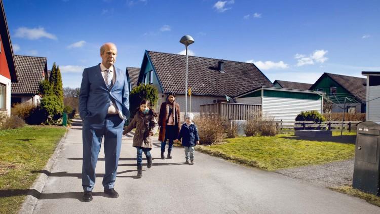 Ove (Rolf Lassgård) plages av nye naboer i En mann ved navn Ove (Foto: Nordisk Film Distribusjon AS).