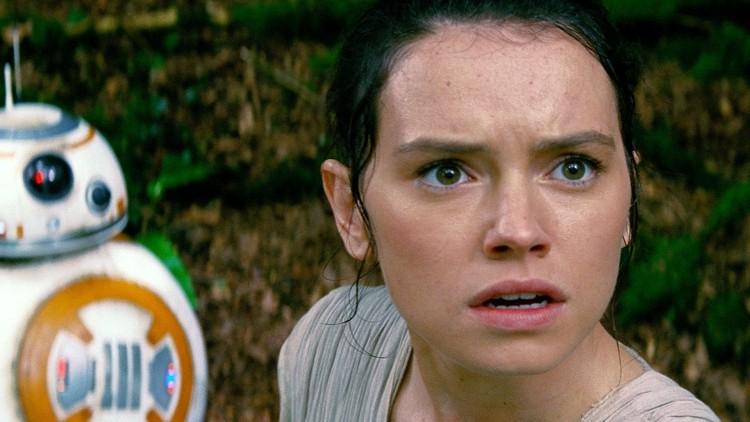 Daisy Ridley håper folk liker henne i rollen som Rey i Star Wars: The Force Awakens. (Foto: The Walt Disney Company).