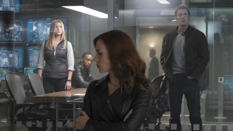 Sharon Carter/Agent 13 (Emily VanCamp), Sam Wilson/Falcon (Anthony Mackie), Natasha Romanoff/Black Widow (Scarlett Johansson) og Steve Rogers/Captain America (Chris Evans) i Captain America: Civil War (Foto: The Walt Disney Company Nordic).