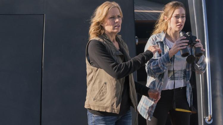 Madison (Kim Dickens) og datteren Alicia (Alycia Debnam-Carey) vil redde alt og alle. Slutt med det! (Foto: Richard Foreman/AMC).
