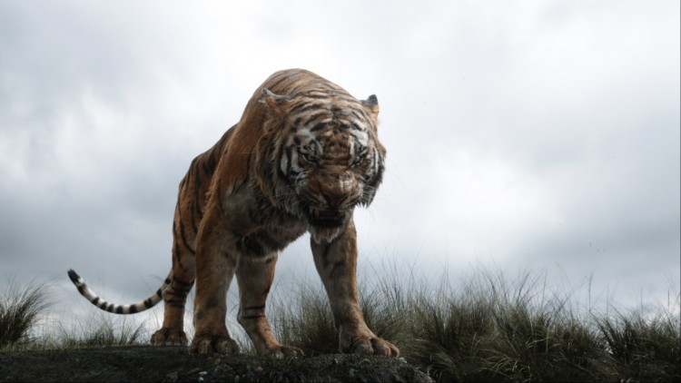 Shere Khan (Idris Elba) er på jakt etter Mowgli i Jungelboken (Foto: ©2015 Disney Enterprises, Inc. All Rights Reserved.)